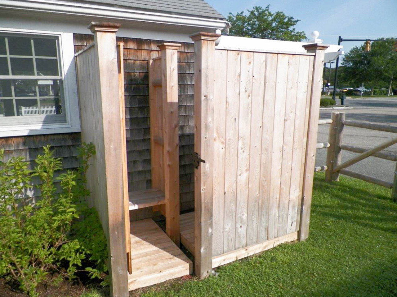 Outdoor Pool Changing Room Ideas