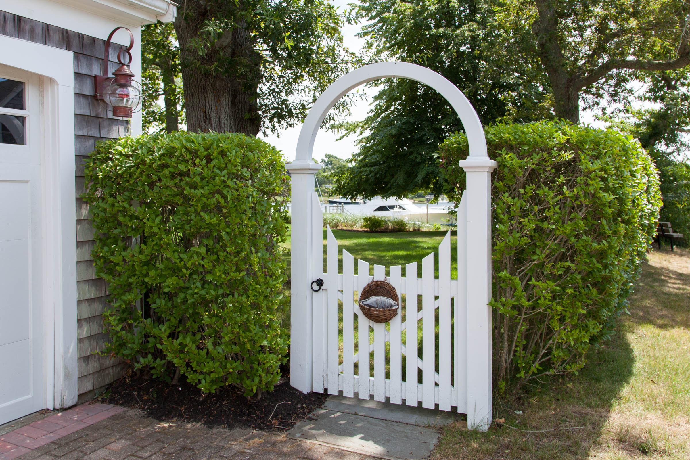 Rounded arbor cape cod fence company for Fence with arbor
